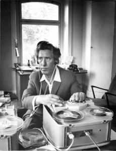 Jürgenson reçoit ses premières voix. Cinéaste de renommé, il a été considéré comme l'ancêtre des enregistrements de voix.