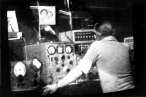 William O'Neill, un électronicien amateur de radio ondes courtes, reçut l'instruction de monter une installation acoustique et électromagnétique